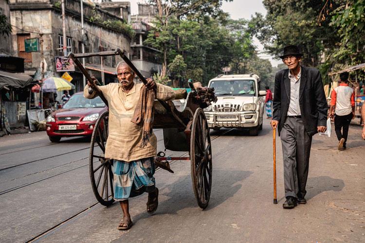 たくましく生き残る、インド・コルカタの人力車<6>