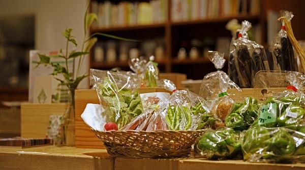 本屋と八百屋のハイブリッド 食と知に出会う京の店