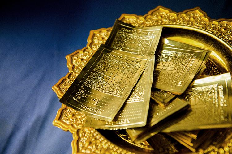 プレーの寺院で見かけた金の札