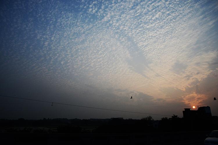 (75) 夕暮れの空に亡き母を思う 永瀬正敏が撮った台湾