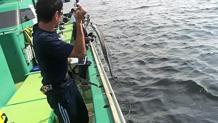 東京湾でドラゴン捕獲 タチウオのテンヤ釣り大ブーム