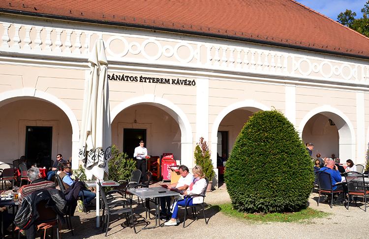 """大作曲家ハイドンの職場""""ハンガリーのヴェルサイユ""""   エステルハージ宮殿"""