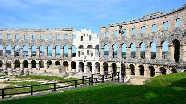 ここはローマ? いえ、クロアチアのプーラです