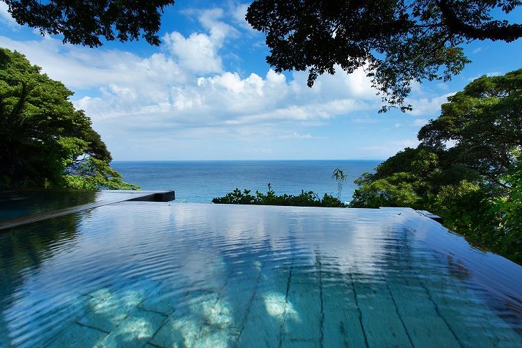 朝は海と空の無限大絶景温泉へ