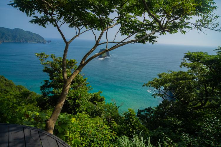 Izu Cliff Houseから見下ろす大海原©Michika Mochizuki