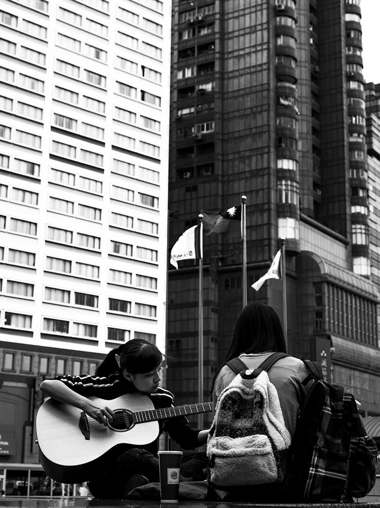 (79) ギター1本で勝負した少女に喝采 永瀬正敏が撮った台湾