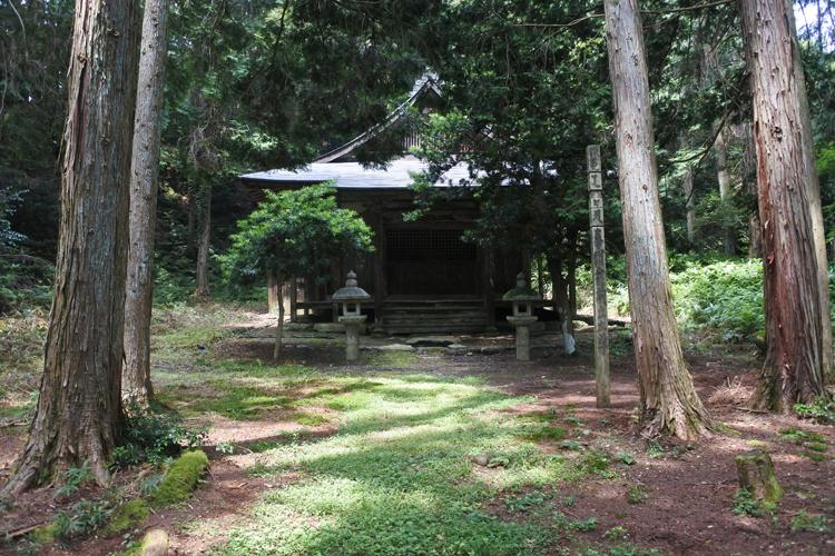 松蓋寺の遺構とされる観音堂