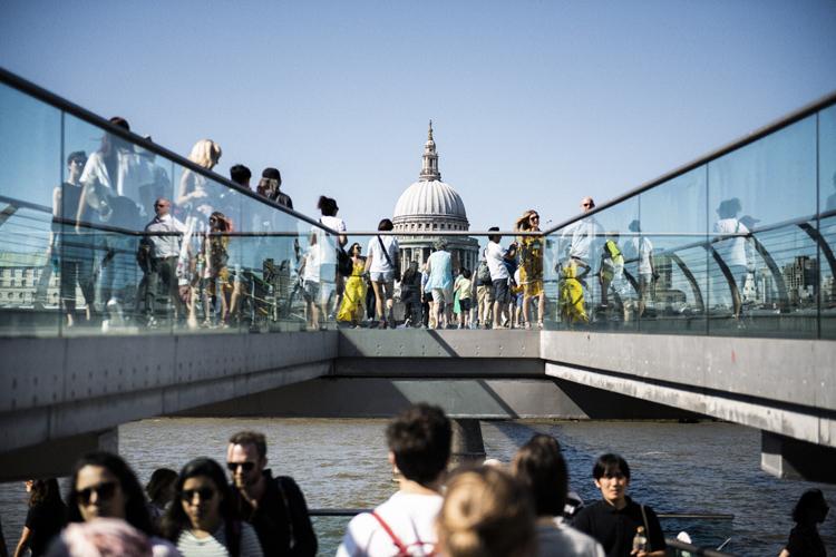 時代の架け橋? ロンドンのミレニアム・ブリッジ