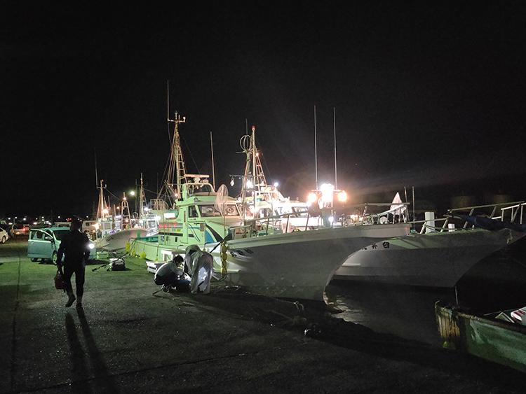 ヒラメ釣り全面解禁 鮮烈ライトで竿頭めざせ 千葉・大原沖