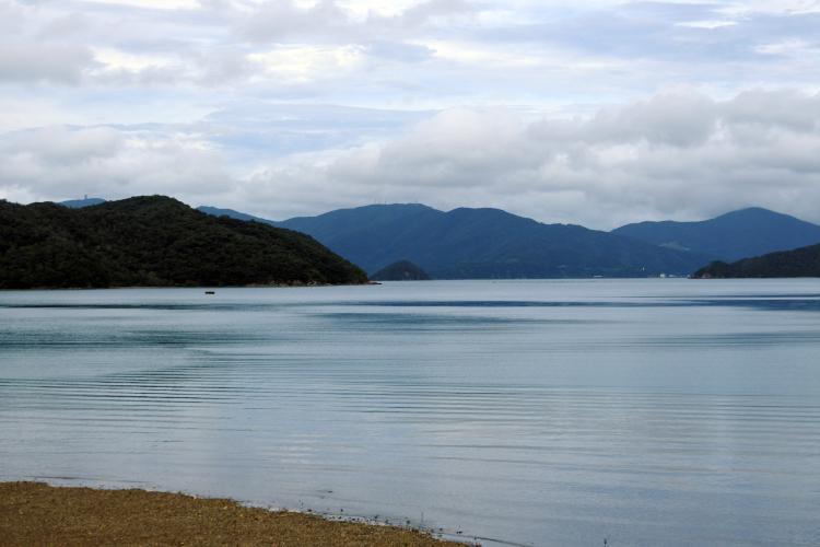 島が折り重なるように連なる、リアス式海岸