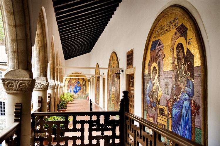 フレスコ壁画が美しいキプロスの修道院