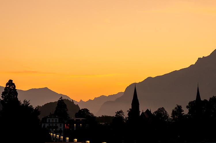 最後の最後に派手な一撃 1等車と5つ星ホテルで巡るスイス鉄道旅  (10)インターラーケン~チューリヒ空港