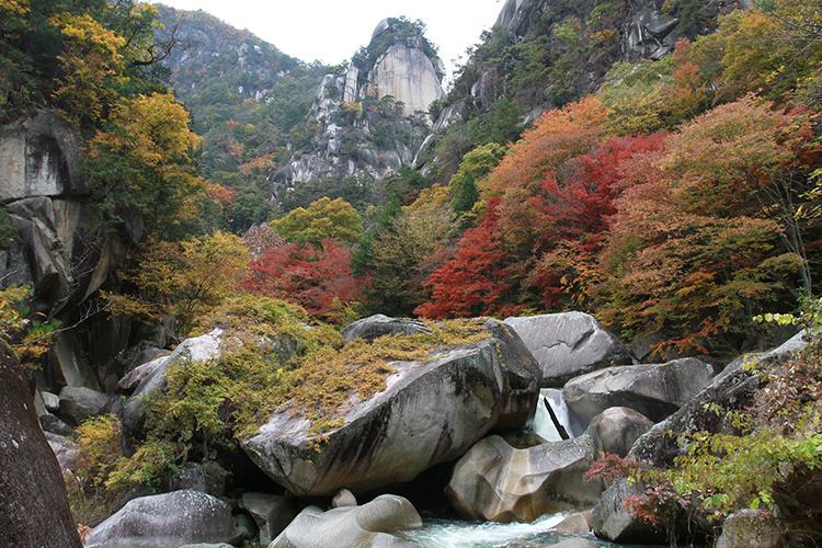 岩峰と巨岩と清流が織りなす昇仙峡 山梨県・甲府市