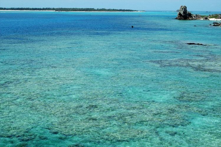 二見ヶ浦海岸の海©いぜな島観光協会