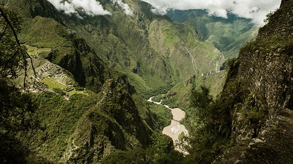 ワイナピチュから見たマチュピチュ遺跡 ペルー