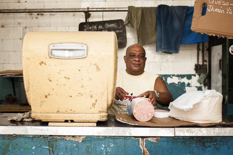 薄切りハムを好きなだけ キューバンサンドイッチ