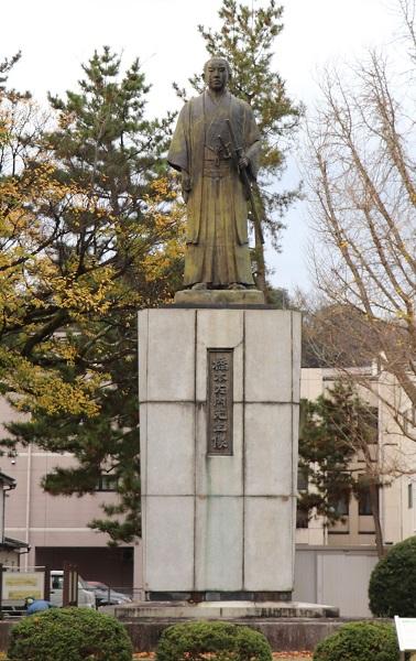 橋本左内像