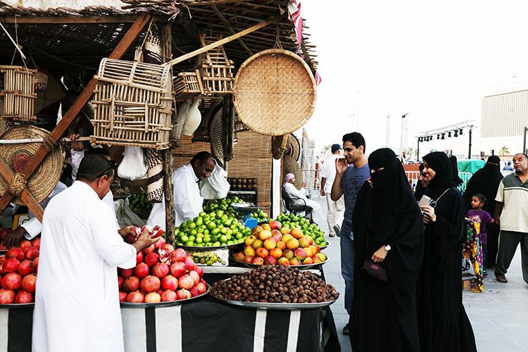 (87) 市場の写真とキャンディーズ 永瀬正敏が撮ったカタール