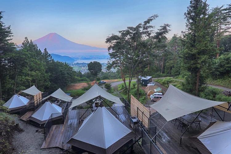 サウナボーイズ、パオテントから一望する富士山に優しく抱かれる