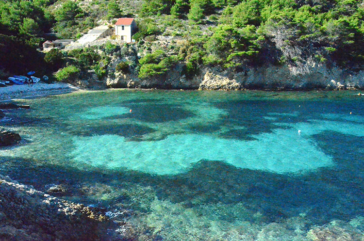 青の洞窟は青、青、青の世界  クロアチアの旅(7) ビシェヴォ島
