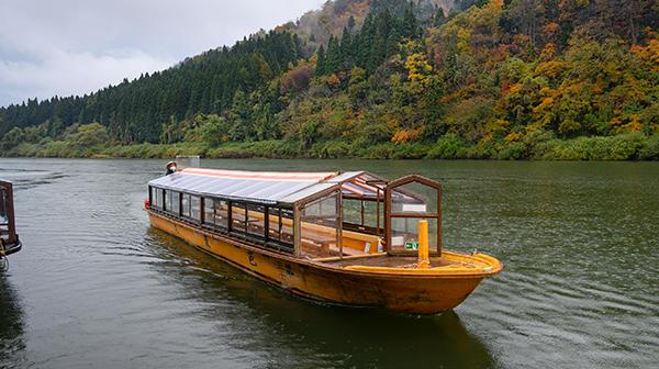 芭蕉がスリル感じた最上川を船下り、出羽三山へ