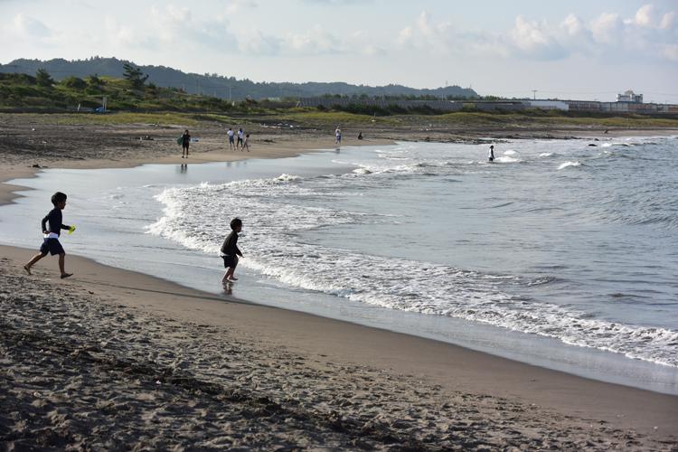 基本的には波は穏やか。子供も遊べるビーチです