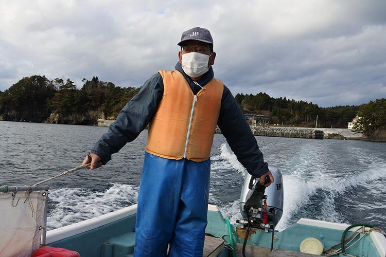 巧みな操船技術で案内してくれた大和田初男さん。冬も海況がよければ、出船してくれるそう