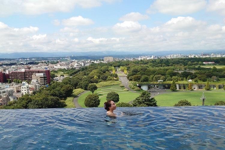 ソラノスパの展望温泉。水着着用なので記念撮影可能
