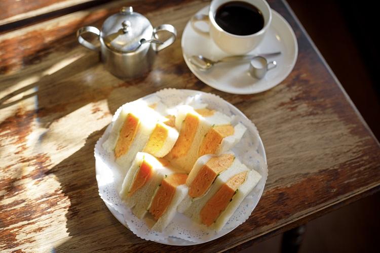 「玉子サンド」(700円)と「ブレンドコーヒー」(400円)、いずれも税込み