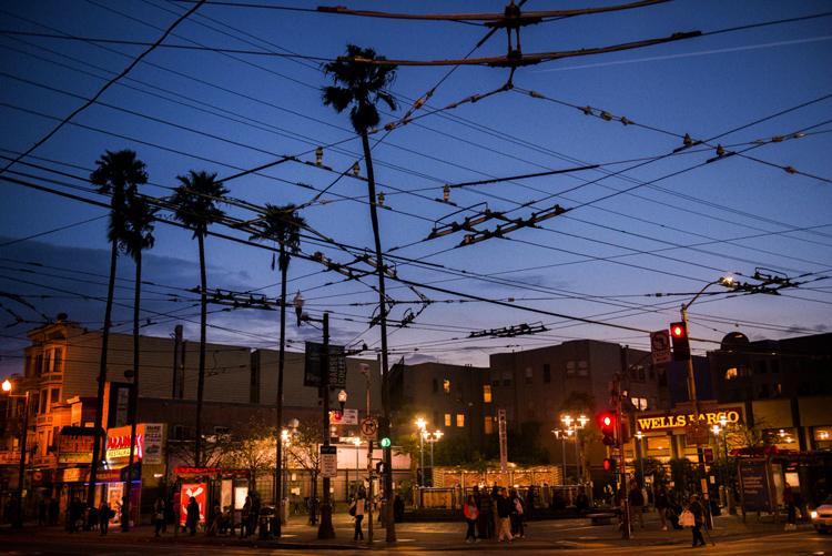 サンフランシスコの空を覆い尽くす電線
