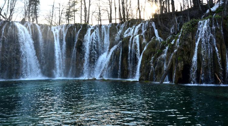 エメラルド色した「水の王国」 クロアチアの旅 (8)   プリトヴィツェ湖群国立公園