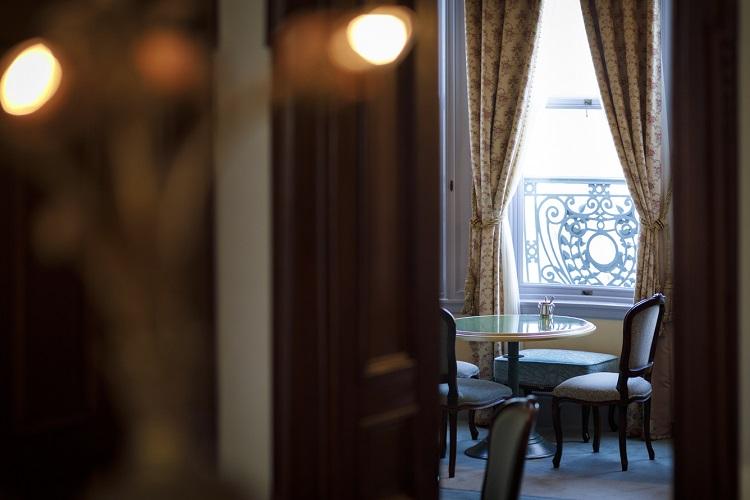 8室ある部屋はそれぞれコンセプトが異なる。家具や調度品を含む建物全体が有形文化財に指定されている