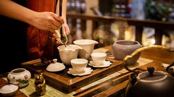 旅の途中に炭と鉄瓶で中国茶を 台湾・九份