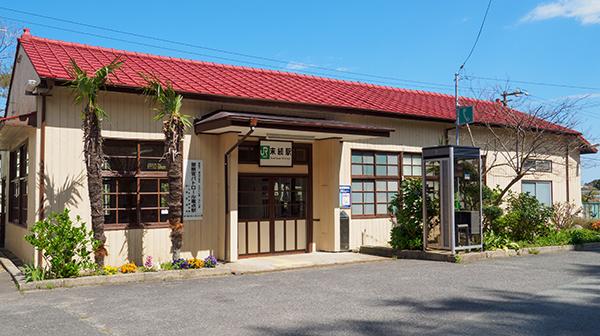 震災を乗り越え輝く駅舎 福島県・末続駅
