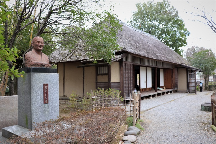 田山花袋の胸像と旧居