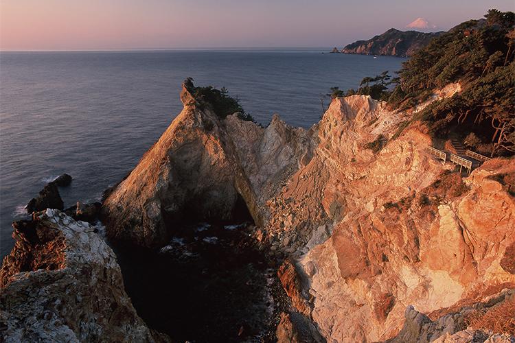 奇岩「馬ロック」は南洋から運ばれた地球の奇跡 西伊豆・黄金崎