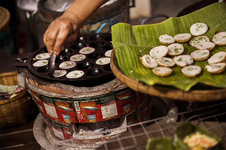 タイで食したタコ焼きのような食べ物