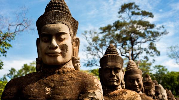橋に連なる石像たち カンボジア?シェムリアップ