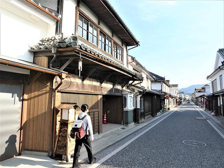 豆田町の町並み。いろいろな店をのぞきながらのんびり散策できます