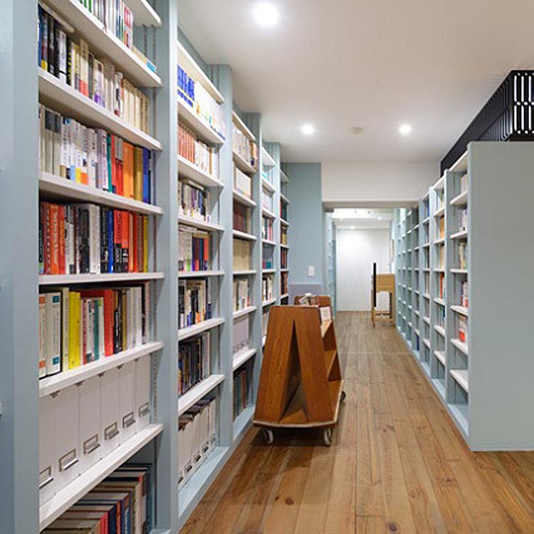 <48>3千冊の蔵書収めたストイックな空間
