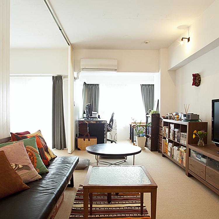 ザイルの床、羽目板の部屋、レンガの壁