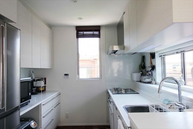 <68>幸せが宿る、2階の台所の小窓