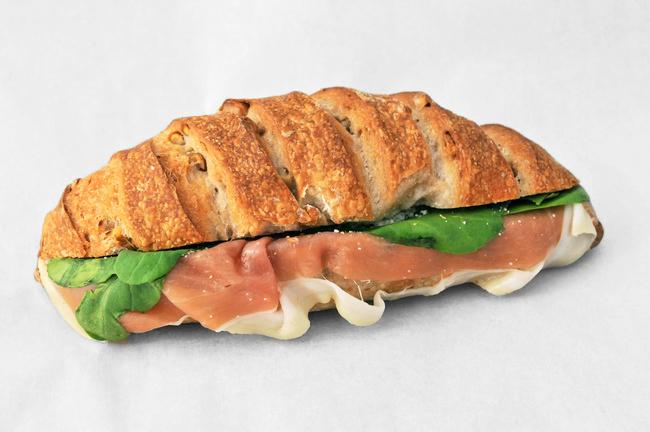 湘南が香るパンに、地元食材をたっぷりと/nico
