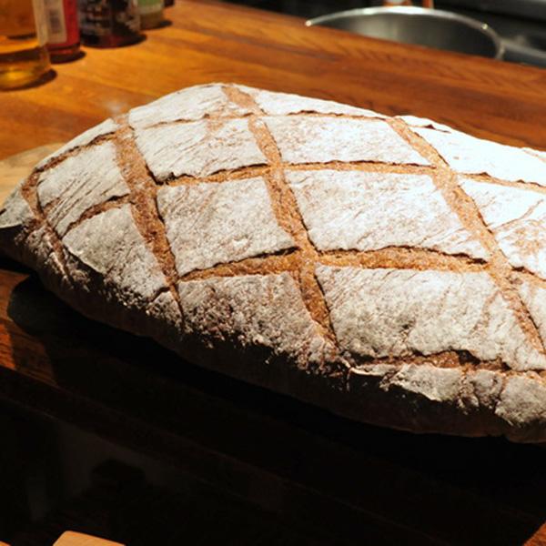 達人のコラボが生んだ 「1週間かけて食べるパン」/マルディグラ