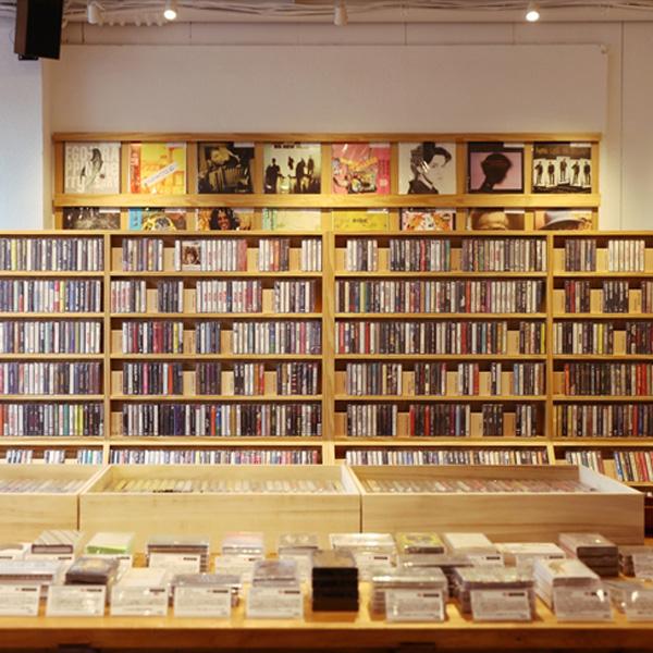 約4千点のカセットテープがずらり アナログの魅力を再提案/ワルツ