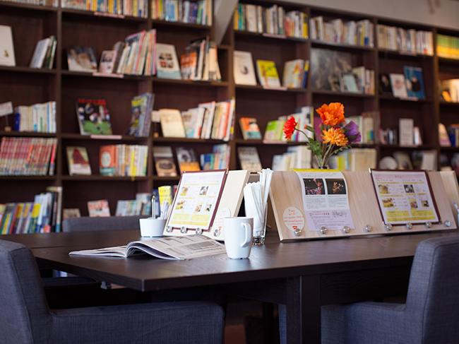 <49>鎌倉の端、40年の時を重ねた書店がブックカフェに再生
