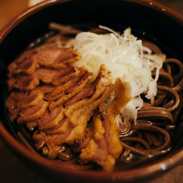 冷たい肉そばと、新しい働き方。Hostel YUIGAHAMA + SOBA BAR(後編)