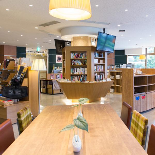 <74>日比谷の穴場 緑に囲まれた図書館のくつろぎ空間