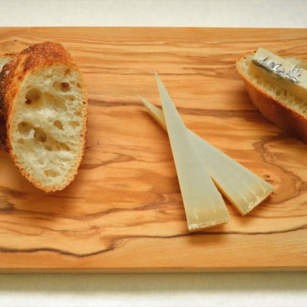 夫が育てた小麦を使って妻が焼く、スパイスは湘南のテロワール/パンとチーズ fumoto