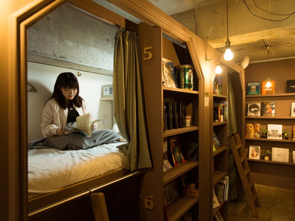 <84>本に囲まれて眠れる 銀座の秘密基地 「Book Tea Bed GINZA」